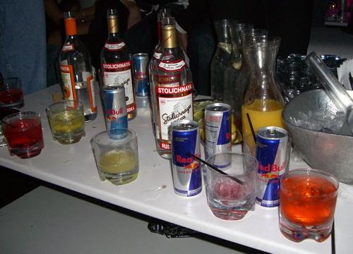 ערבוב אלכוהול ומשקאות אנרגיה